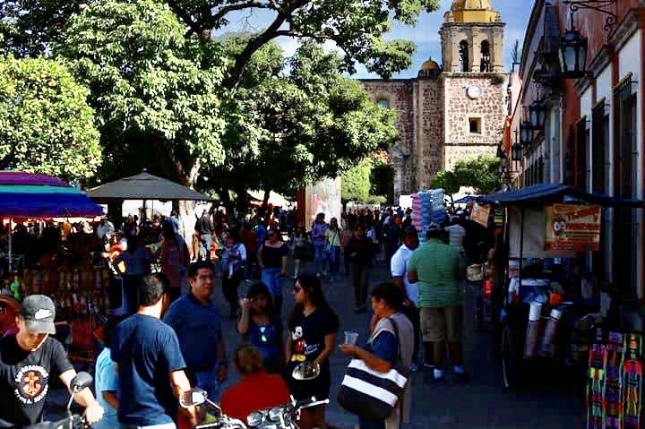 「魔法の村」(Pueblos mágicos)の一つであるテキーラ地区は、スペイン観光省下の観光革新管理技術国営企業(SEGITTUR)による認証を取得し、メキシコ及びラテンアメリカで最初の「スマート観光地(ツーリズム)」(略称:DTI)として登録された。
